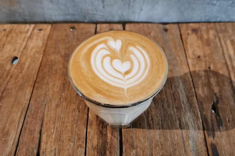 latte art on cortado