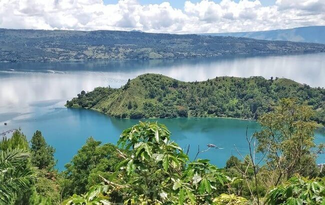 lake toba in sumatra coffee