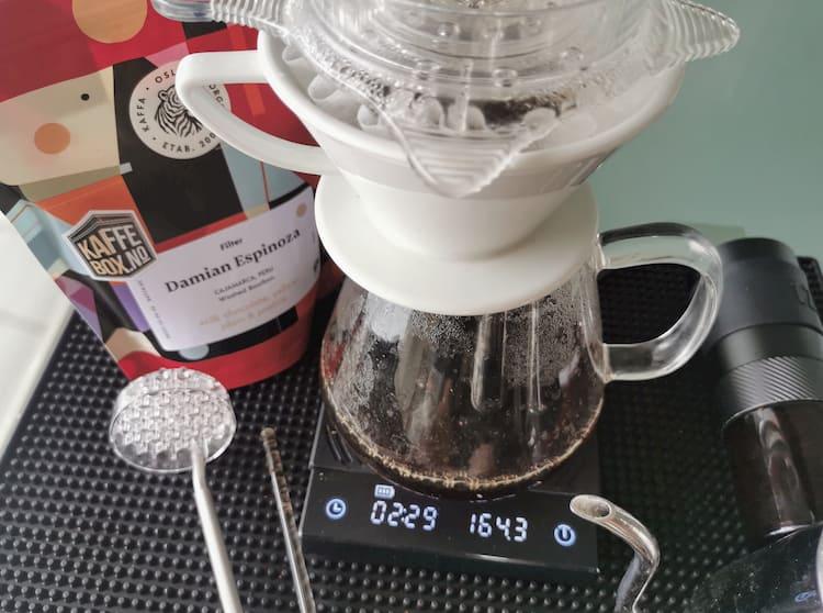 verser du café